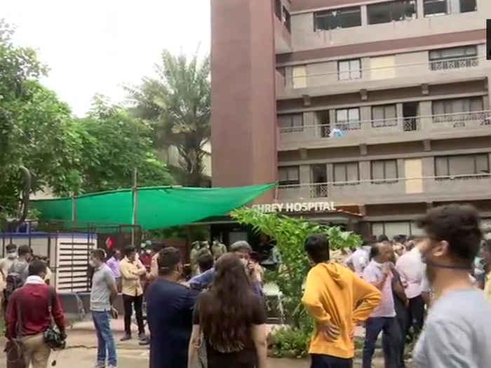 अहमदाबाद में कोविड अस्पताल में शार्ट सर्किट से लगी आग, 8 कोरोना मरीजों की मौत
