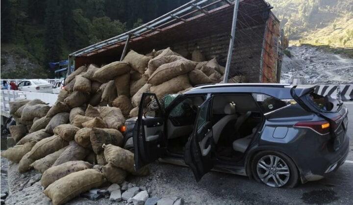 अटल टनल के उद्घाटन के तीसरे दिन हुआ हादसा, ट्रैफिक व्यवस्था को लेकर जताई चिंता