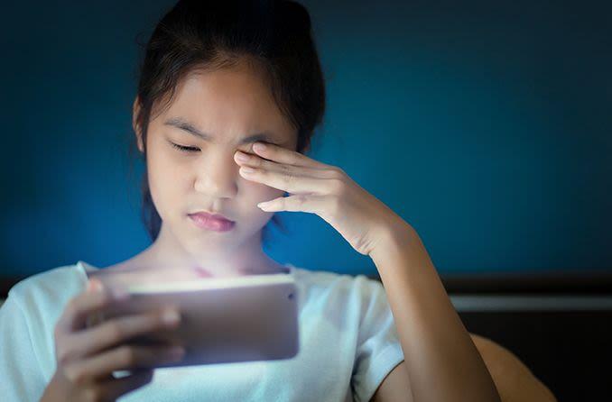 अगर आप मोबाइल या लैपटॉप स्क्रीन पर ऑनलाइन क्लास के दौरान 20-20 खेलते रहें तो आपकी आंखें कभी खराब नहीं होंगी।