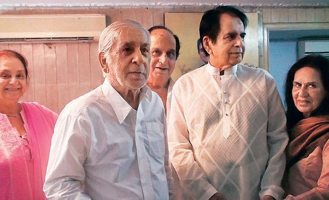 Dilip Kumar Brother Ehsan Khan Dies: दिलीप कुमार के छोटे भाई अहसान खान का निधन, कोरोना से थे संक्रमित
