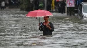 महाराष्ट्र में टूटा 46 साल पुराना बारिश का रिकॉर्ड, 24 घंटे में 294 मिमी गिरा पानी, रेड अलर्ट जारी
