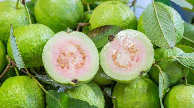 Health Benefits : ब्लड शुगर लेवल को करना है कंट्रोल तो खाएं इस फल को