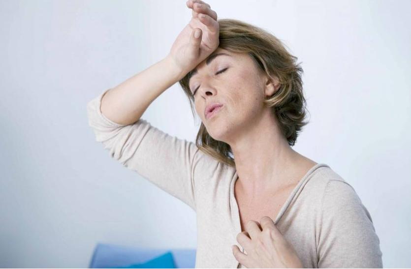 मोनोपॉज क्या है ? महिलाएं इन लक्षणों को कैसे पहचान सकती हैं.