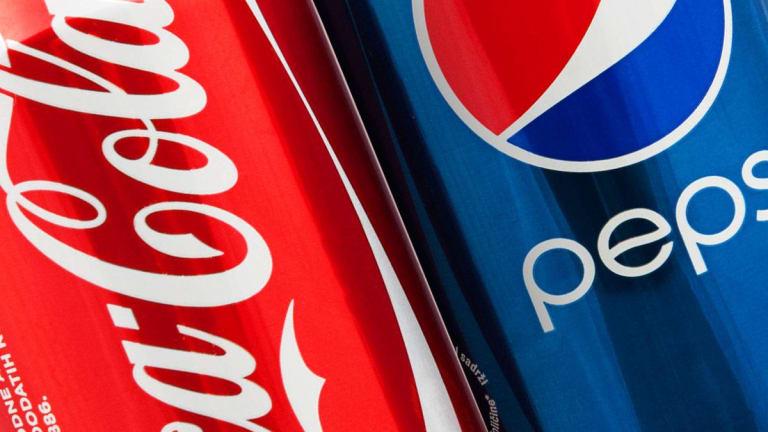 Coca-Cola Vs Pepsi एक ऐसी लडाई जिसने खेल के मैदान से लेकर अंतरिक्ष तक पीछा नहीं छोड़ा और छिड़ गई कोला वॉर