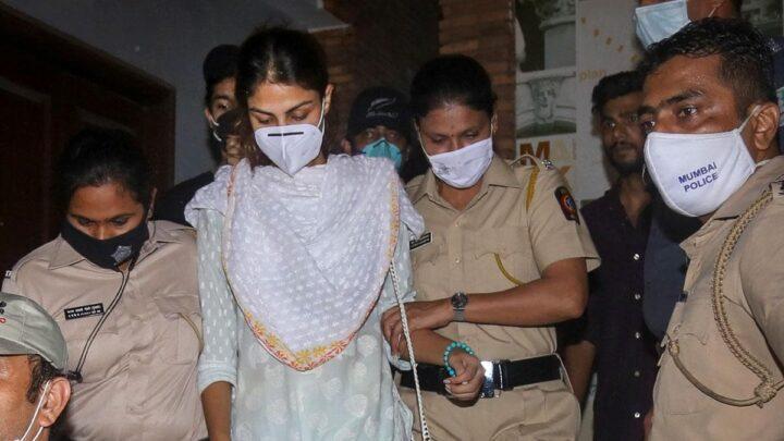 सुशांत सिंह केस में रिया चक्रवर्ती से पूछताछ जारी, सुबह 11:30 बजे ईडी ऑफिस पहुंचा चक्रवर्ती परिवार