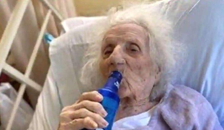 सबसे बुजुर्ग महिला 103 साल की दादी को लगी कोरोनावैक्सीन