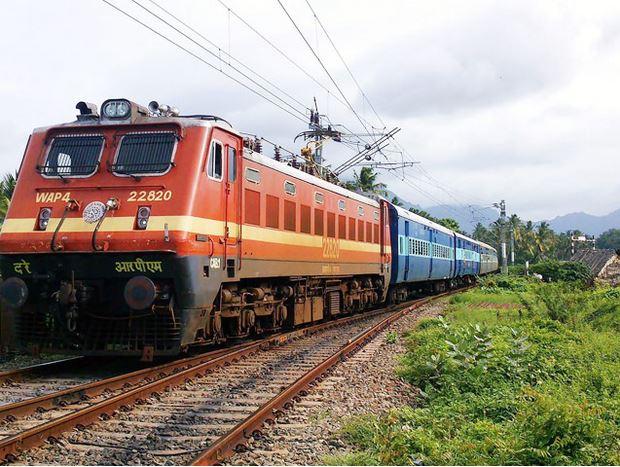 रेलवे में निकली 2000 से अधिक पदों पर भर्ती, ऐसे पाएं सरकारी नौकरी