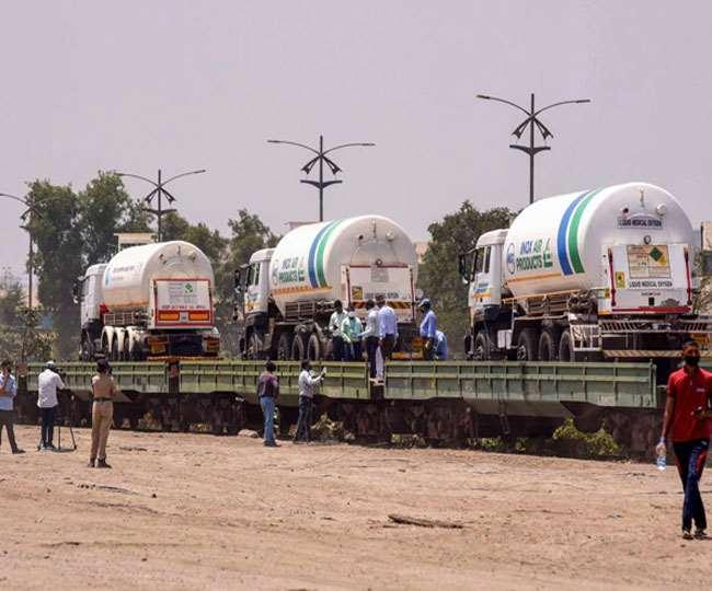 कोरोना राहत: टैंकर लेकर लखनऊ पहुंची ऑक्सीजन स्पेशल ट्रेन, सुरक्षा में लगी जीआरपी