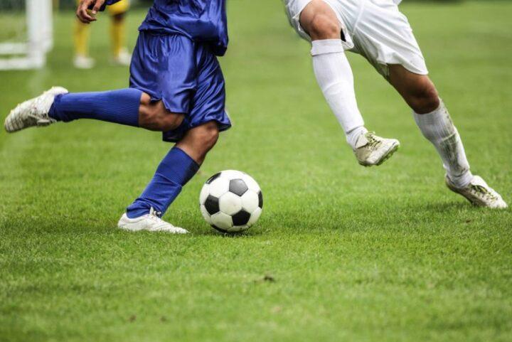 आप भी बनना चाहते हैं एक अच्छा फुटबॉल प्लेयर, इन चीज़ों का रखें ध्यान