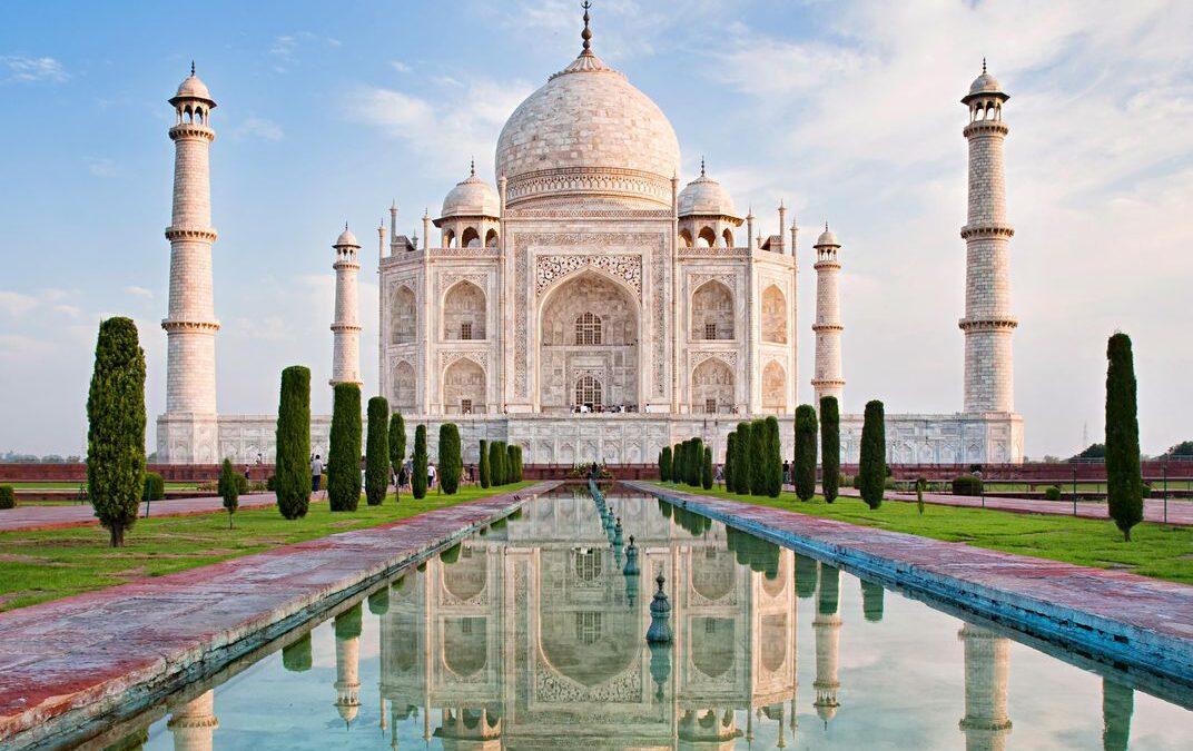 कोरोना संकट: ताजमहल और लालकिला 15 मई तक बंद