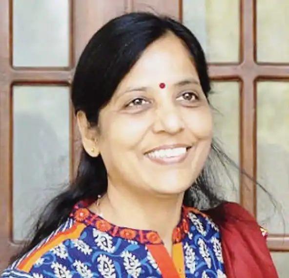 दिल्ली के मुख्यमंत्री अरविंद केजरीवाल की पत्नी सुनीता केजरीवाल कोरोना से संक्रमित