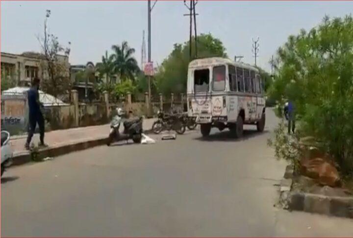 मध्य प्रदेश : तेज रफ्तार ड्राइवर ने गिराया कोरोना संक्रमित मरीज का शव