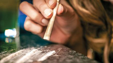 भारत के युवाओं को खोखला कर रहा है नशे का बाजार