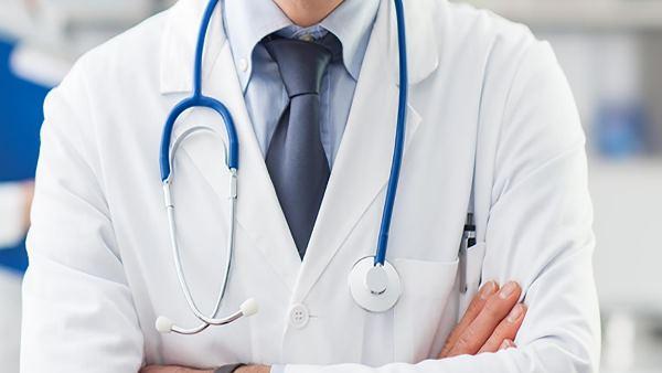 डॉक्टर बनने के लिए क्या चाहिए होती है क्वालिफिकेशन, यहां मिलेगी पूरी जानकारी