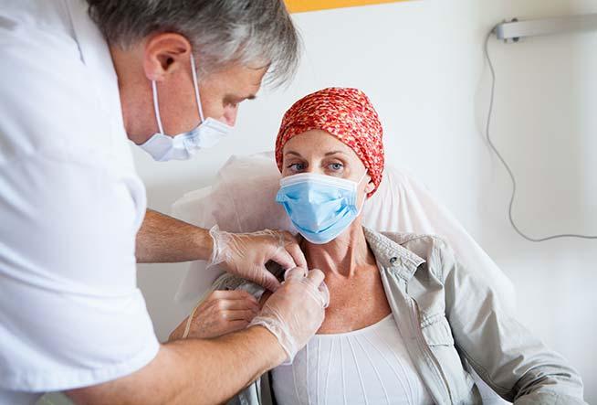 कोरोना वायरस के दौर में कैंसर के रोगी कैसे रखें अपना ध्यान