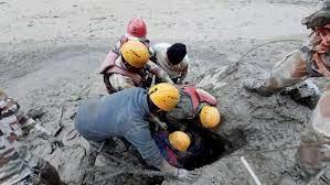 उत्तराखंड : ग्लेशियरफटने के बाद लापता लोगों की तलाश जारी, अब तक 11 शव बरामद