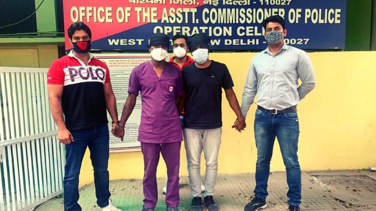 मौत के बाद संक्रमित मरीजों से बची रेमडेसीविर इंजेक्शन बेचती दो नर्स गिरफ्तार